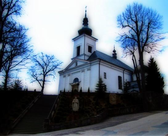 Kościółek na wzgórzu schody drzewa budowla sakralna posąg skalniak orion style Sajmon Grafika Graficzek